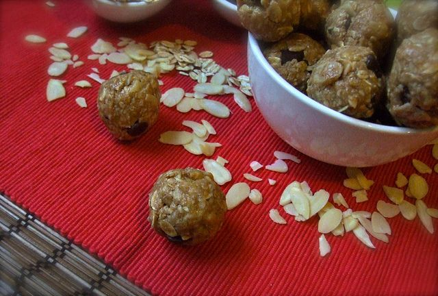 almond protein balls. no bake oatmeal cookies.: Food Stuff, Ball Healthy, Baking Oatmeal, Food Ideas, Balls No Baking, Decade Desserts, Delicious Decade, Healthy Desserts, Almonds Protein