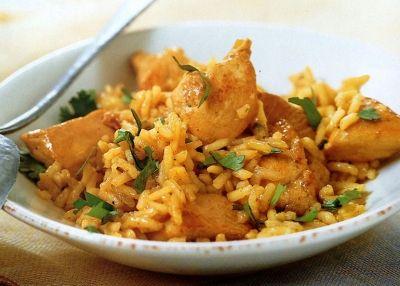 Κοτόπουλο με κάρυ και ρύζι