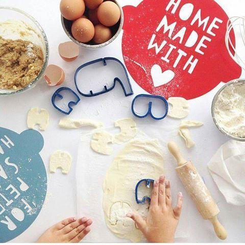 Βάλτε όλη την τέχνη και την αγάπη σας!   @ohmoeohmoe #flyingthome #instoresnow #flyingt #baking