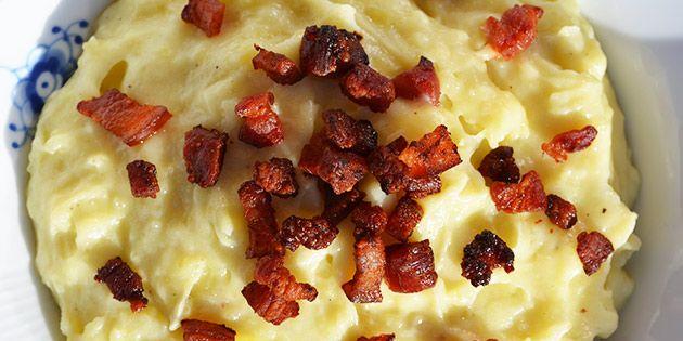 Cremet kartoffelmos med sprødstegt bacon på toppen - det er altså bare godt!
