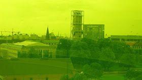 View over the city from the yellow area of Aros' Rainbow. Det er helt specielt at se sin by gennem farvet gla s i gul, rødt og blåt. Jeg har virkelig nydt mit årskort til Aros - og det kan va...