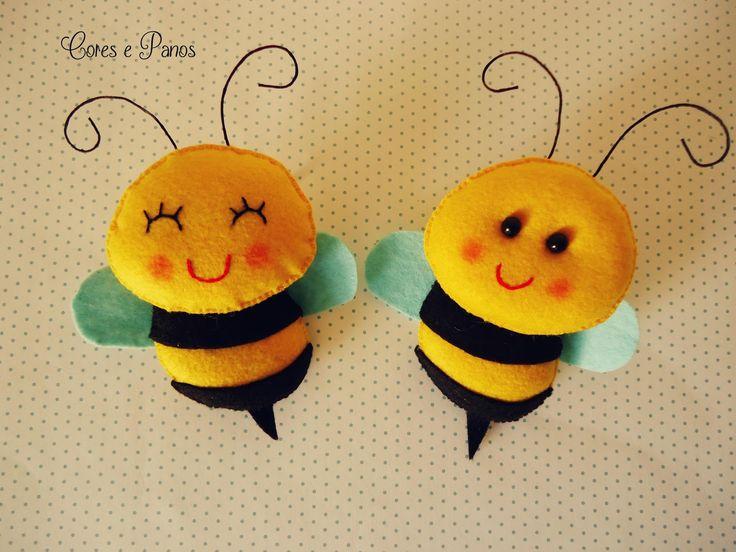 Oi amores, obrigada pela visita de vocês e as palavras de carinho. :D Olha só as abelhas para amostra, quem gostou?? ameeei fazer.          ...