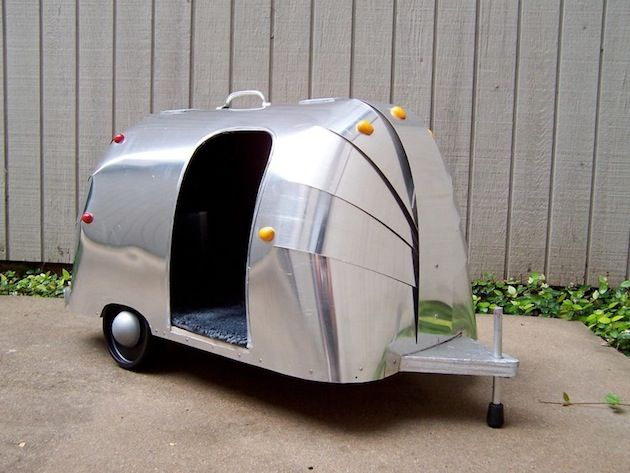 Here's a cool airstream dog house that looks like a trailer.