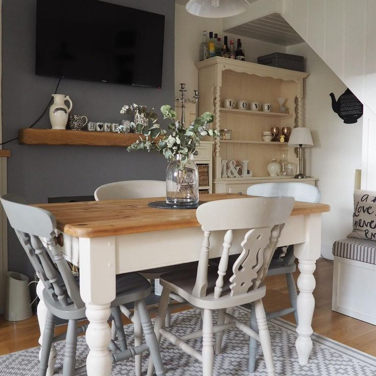 |* I'm going with a #flashbackfriday for day 4 of #myhouseinaugust which is #dining. My current dining room is a real dumping ground so is definitely not insta-worthy. I really miss having an open plan dining area attached to the kitchen and with armchairs and a tv etc...the way we're having to live at the moment is much more disconnected. Roll on that new kitchen! *| #firstworldproblems #wellgetthereoneday #wherelucylives