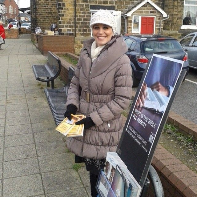 Public Witnessing in Barnsley, South Yorkshire, England.  -- For more about 'What Does The Bible Really Teach' see JW.org -- Photo shared by @beckyboos33