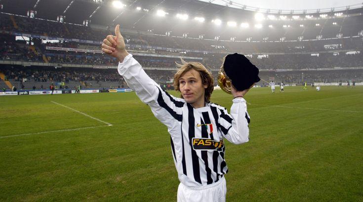 http://www.tuttosport.com/foto/calcio/serie-a/juventus/2016/12/22-19053811/pavel_nedved_13_anni_fa_il_pallone_doro_con_la_juventus/