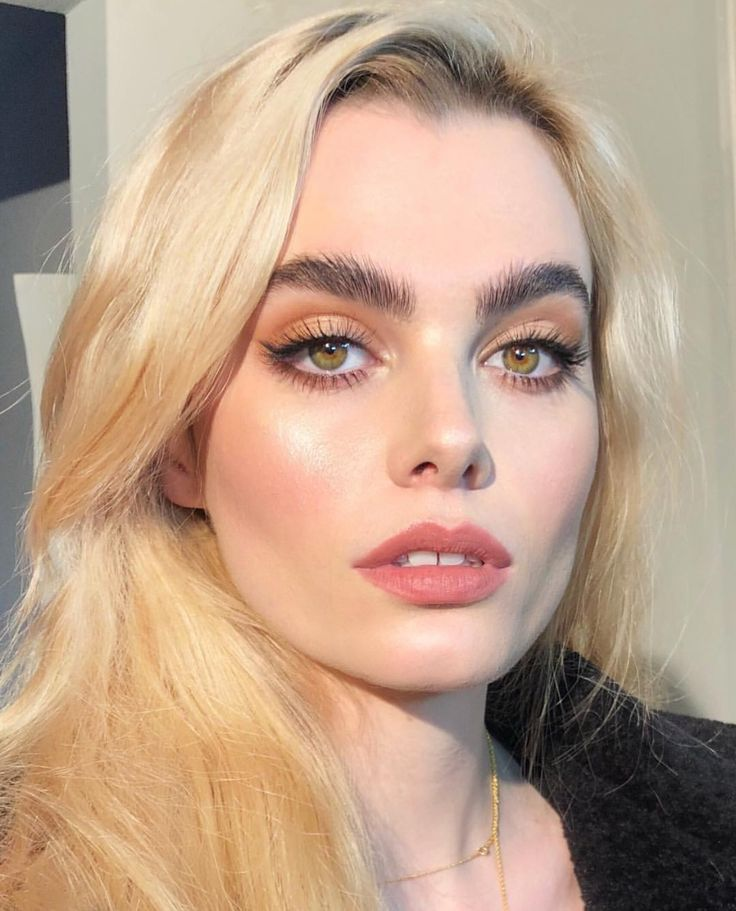 Great makeup, very simple and clean!