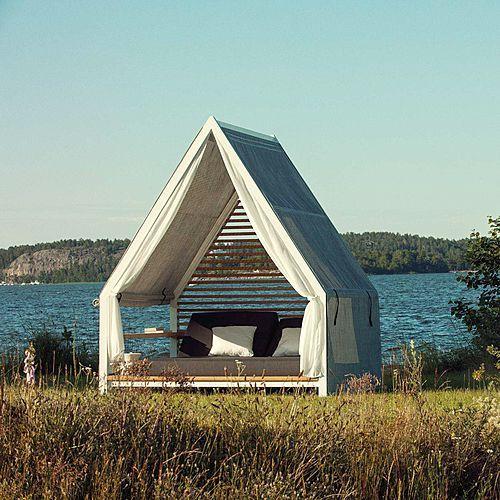 Cottage è un luogo incantevole dove rilassarsi in tutta comodità, meditare, dormire o semplicemente passare il tempo in compagnia di un buon libro, godendosi il piacere dellaria e della luce. Insomma, un rifugio per approfittare degli spazi esterni. PATRICIA...