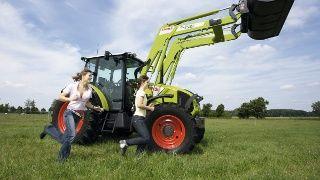 Libro para colorear una granja online. Haces la composición que quieras (tractor, animales, casas..) la imprimes y a colorear!