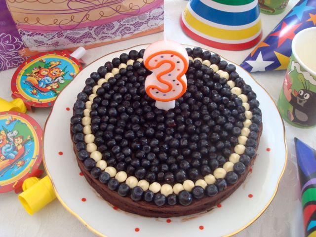 Blueberry Chocolate Cake for my little son | Čokoládový dort s borůvkami ke 3. narozeninám mého synka - www.vune-vanilky.cz
