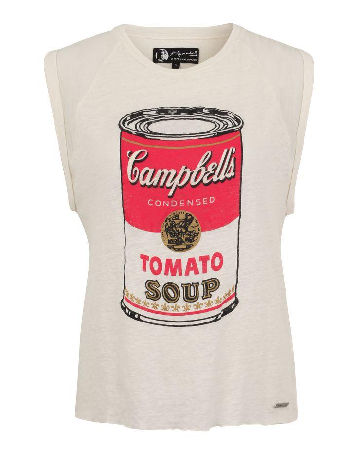 Superweite Ärmelausschnitt mit umgenähten Kanten kombiniert Pepe Jeans @aboutyoude bei dem T-Shirt 'Sundy' mit offenen Nahtkanten und einem coolen Retro-Print.