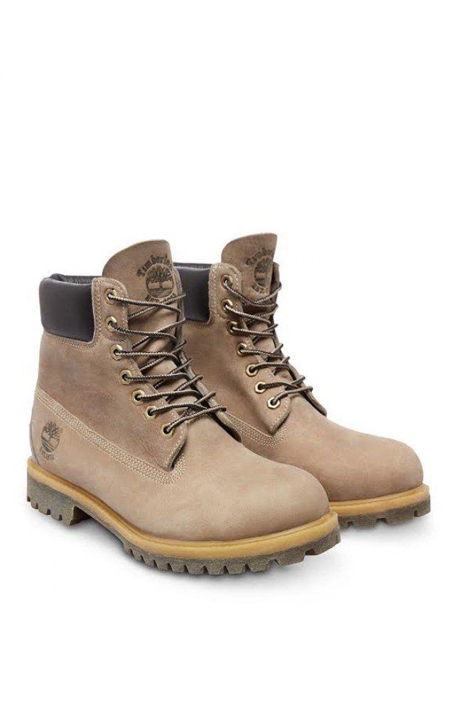 Offrez des bonnes chaussures pour l'hiver à votre homme : des Timberland.  Les Icon 6-Inch Heritage Premium Boot Homme de Timberland (couleur : Warm Sand Nubuck), 230 euros.