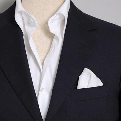リネン100%の白無地ポケットチーフ 100% linen white pocket handkerchief.