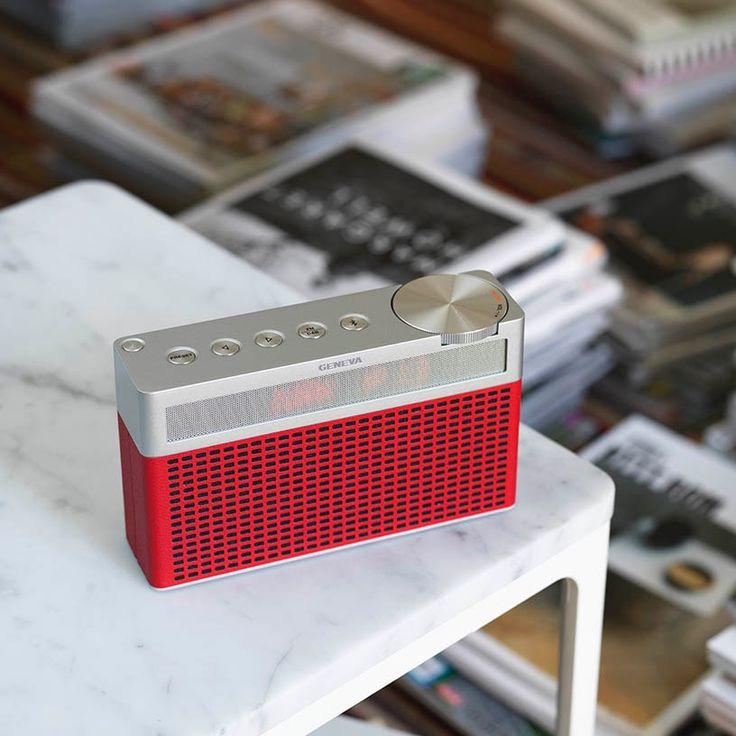 Geneva Touring S. Exclusive travel radio with Bluetooth. Elegant with leather and alu.