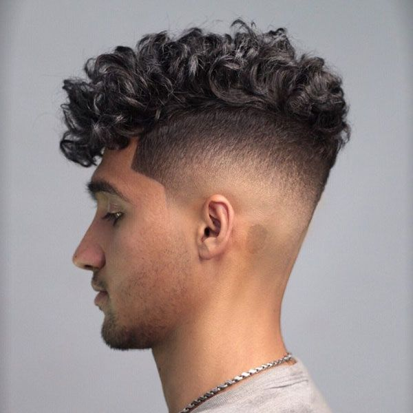 Curly Hair Fade Best Curly Taper Fade Haircuts For Men 2020 Guide Curly Hair Fade Highlights Curly Hair Side Curly Hairstyles