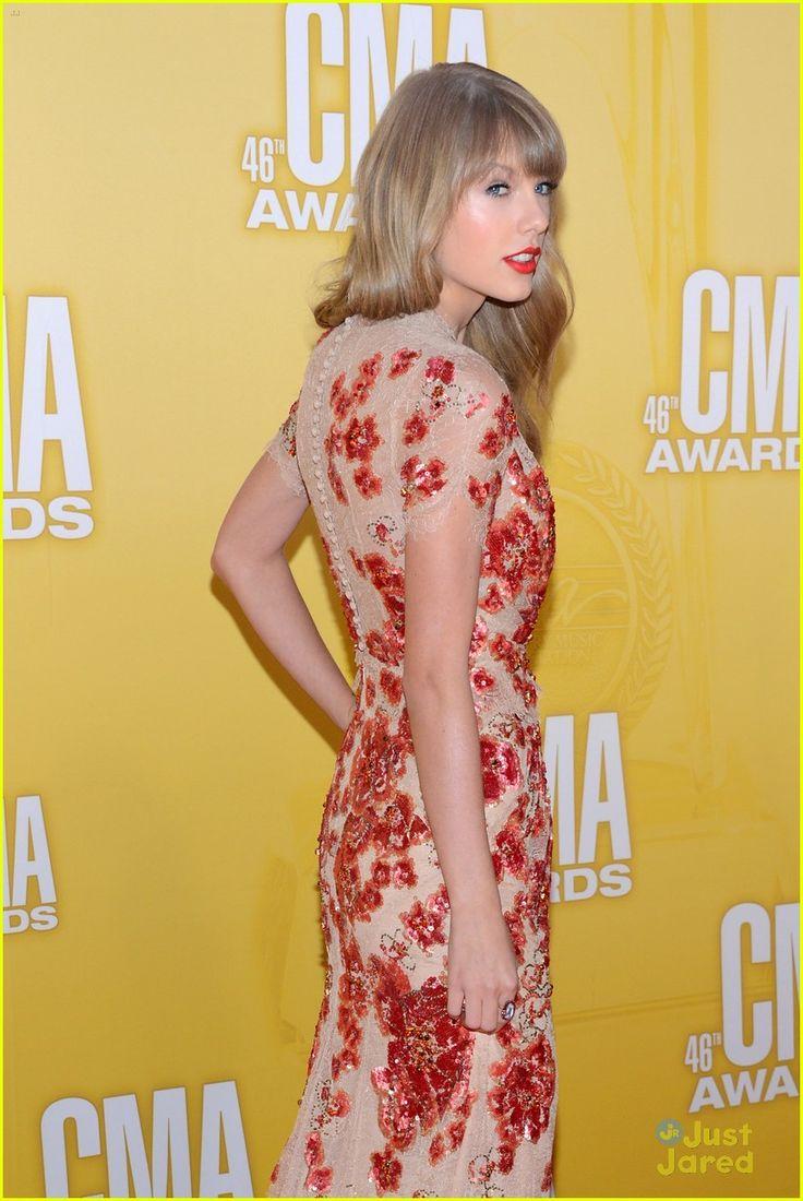 Taylor Swift - CMA Awards 2012   taylor swift cma awards 15 - Photo