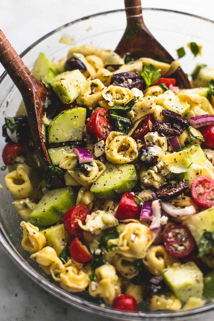 Quick and easy Greek Tortellini Pasta Salad with zesty Greek lemon dressing, fresh veggies, and hearty tortellini pasta. | lecremedelacrumb.com