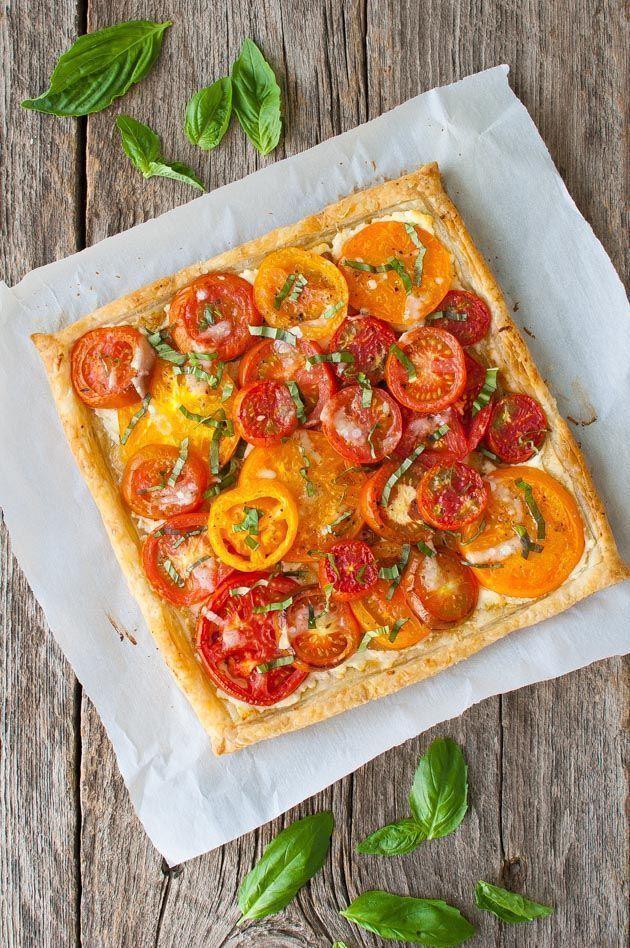 Pomodoro, formaggio di capra e crostata di cipolle caramellate – Pomodori freschi cotti in …