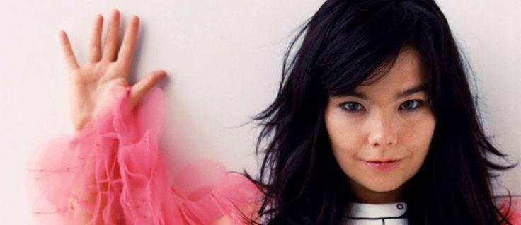 http://mundodemusicas.com/bjork/ - Ilimitada tanto na forma como na extensão vocal, Björk encara a música como uma parte de uma arte maior que é una. Juntando o som à componente visual, a artista transforma-se de trabalho para trabalho, vestindo-se de diferentes géneros e personagens. Do rock ao jazz, do folk à música clássica, a islandesa já foi se fundiu com o planeta, em Biophilia, e até já se transformou em oriental no muito experimental, Homogenic.