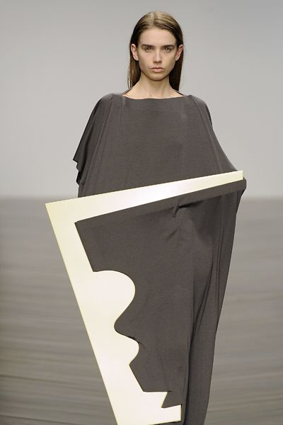 sculptural fashion design with contrasting materials & graphic silhouette // Nayoung Moon