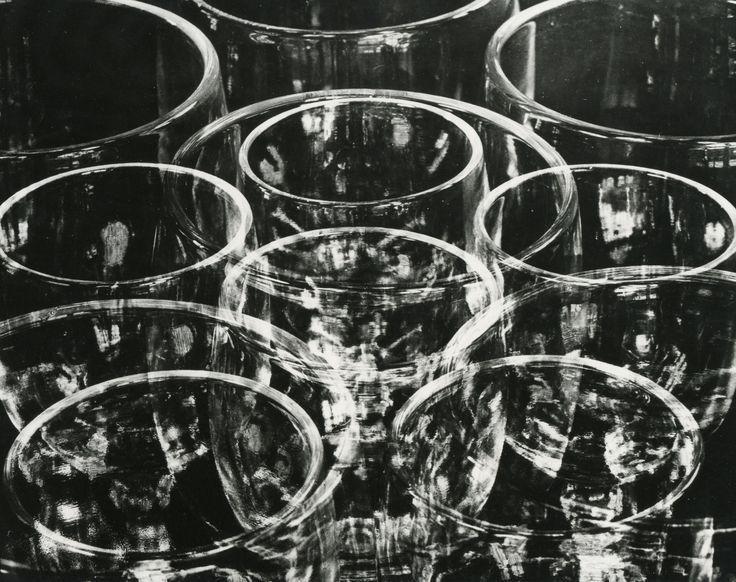 TINA MODOTTI Vasos. Impresión de negativo original del Comitato Tina Modotti. Trieste, Italia.
