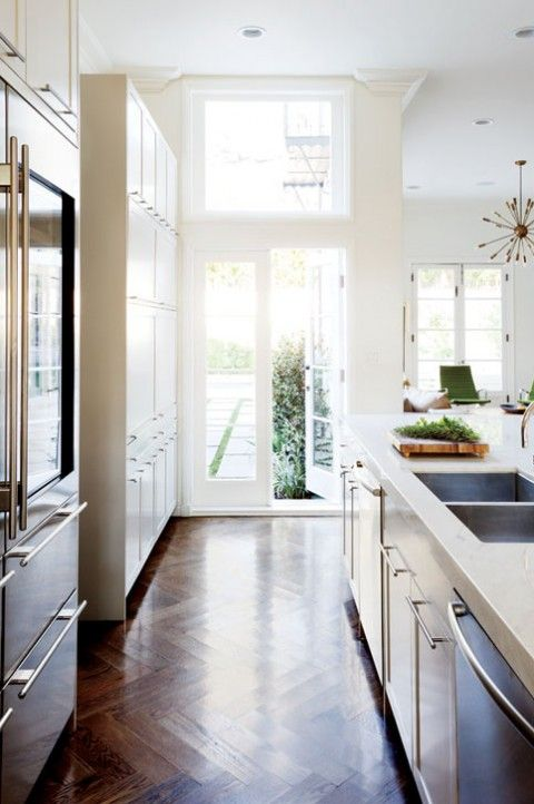 Bright And Open Kitchen With Herringbone Pattern Floor Woodfloors Kitchen Inspiration