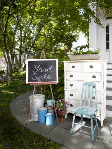 Captivating 12 Smart Tips For Hosting A Successful Yard Sale