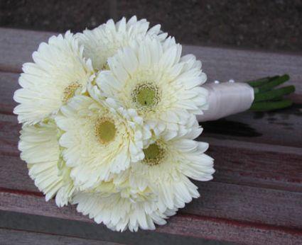 Bouquet de mariée blanc : élégance assurée ! - Source : www.amor.net
