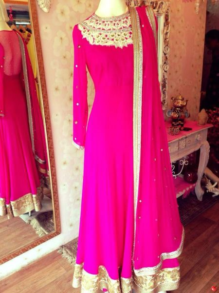 I love this color for a dress not too sure if I love the dress but it's pretty nice.