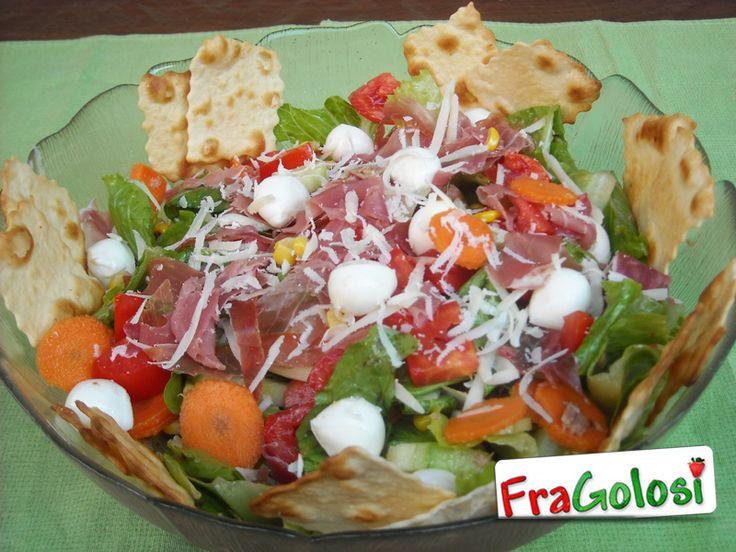Insalatona - Scopri la Ricetta - Ingredienti, Preparazione passo passo e Consigli Utili per ottenere buonissime insalatone di vari gusti.