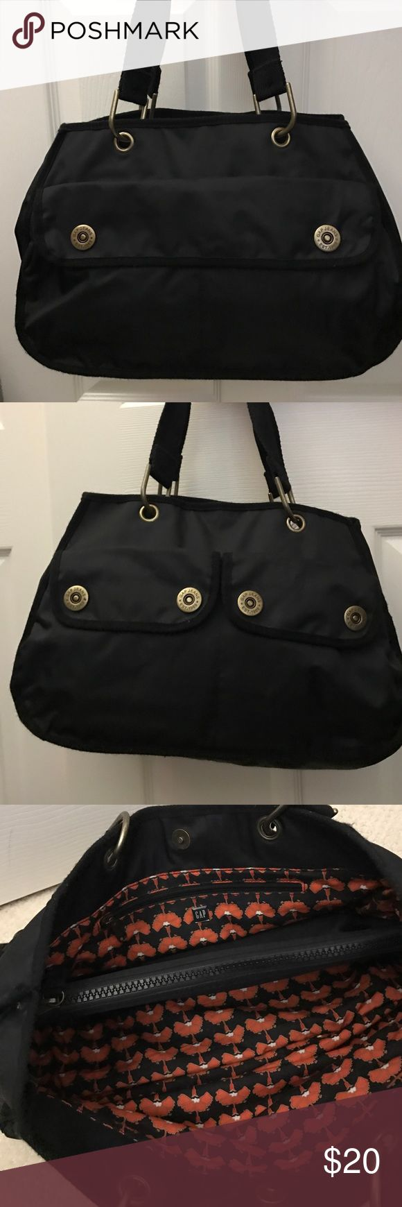 Gap VERY NICE nylon many pockets Clean inside and outside. Very good condition GAP Bags Shoulder Bags