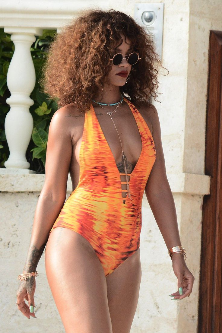Rihanna's ocean-friendly curls were loose and abundant during a visit to her native Barbados
