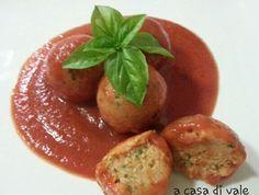 Le polpette di lenticchie in umido sono un gustoso secondo ideale per chi cerca qualcosa di diverso dalla carne e non vuole rinunciare al gusto.