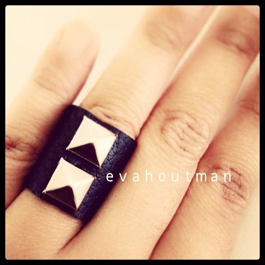 #ring #cincin #black #hitam #metal #handmade #hastakarya #prakarya #perhiasan #jewelry #fashion #leather #art #craft #DIY #evahoutman