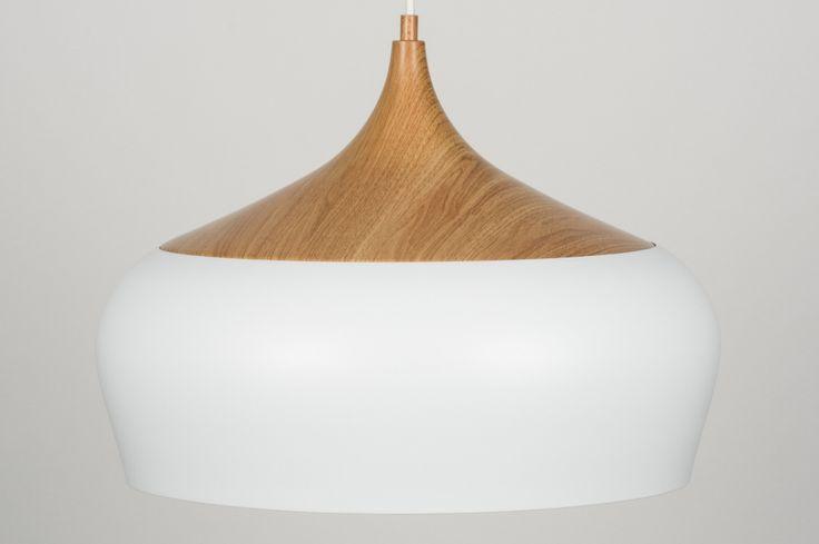 art 11371 Deze grote hanglamp heeft een ronde vorm welke de aandacht vraagt door de fraaie, zachte belijning. https://www.rietveldlicht.nl/artikel/hanglamp-11371-modern-retro-hout-wit-metaal-rond