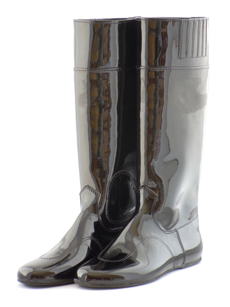 PULL-ON RACE BOOTS  Made from light-weight clarino. Made specifically for jockeys to be worn on race day. Comes in clarino sole, flexible grip rubber sole and hard sole options.  Available at www.murtaghridingboots.com.au.