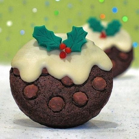 Christmas cookies - Aaaah these are amazing!!!-- cute! Could use any cookies, homemade or store bought