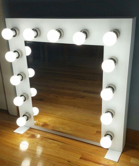 Speziell angefertigte Kosmetikspiegel mit Beleuchtung