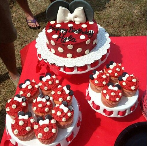 Minnie mouse cake and cupcakes! By Courtney