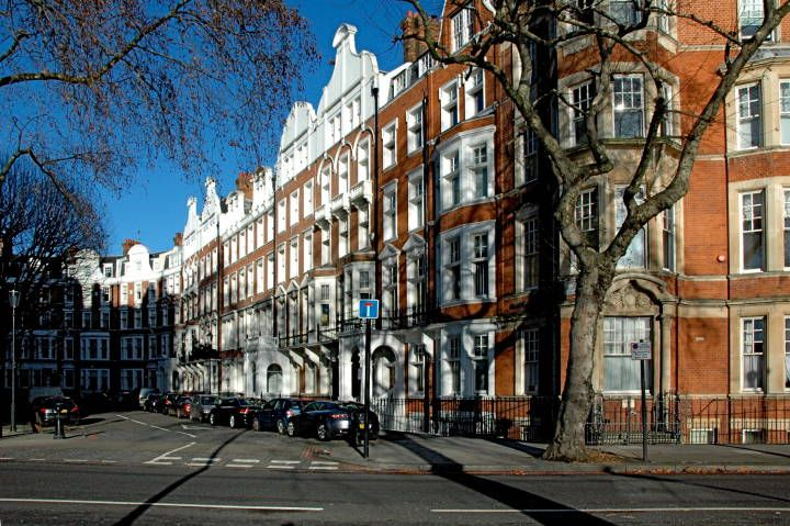 17 Best images about Our neighborhoods: Chelsea on Pinterest | London apartment, Rose crown and ...