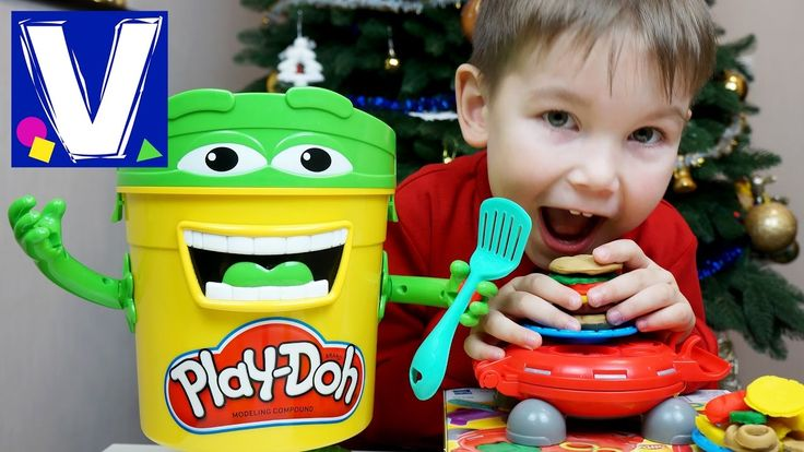 Влад делает бургеры из пластилина с новым игровым набором пластилина для детей.