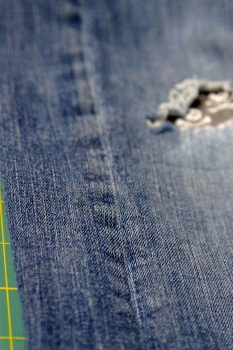 So, ich oute mich. Ich bin wahrscheinlich die einzige Person auf dieser Welt die nicht durchschaut hat, wie man Flicken auf Skinny Jeans nähen kann. Sander jedenfalls schafft es spielend, eine Hose pro Monat durchzuknien. Offene Knie so weit das Auge reicht! Ich hab es mit aufbügelbaren Flicken versucht, versucht diese Dinger per Hand anzunähen, mir dabei ein Stück von einem Zahn abgebrochen (F.r.a.g.t. l.i.e.b.e.r. n.i.c.ht.) Ich hab Hosen abgeschnitten,...