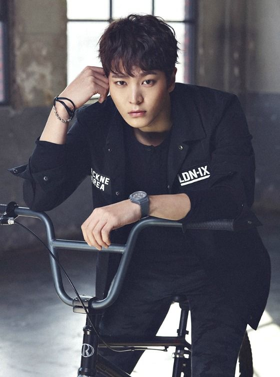 Wait, what? The drama remake of My Sassy Girl — the 2001 movie starring Cha Tae-hyun and Jeon Ji-hyun — is a sageuk? Is it going to be called My Sassy Joseon Lady? Apparently we're going to be up to our eyeballs in youth sageuk this year, because My Sassy Girl just cast Joo-won (Yong-pal) …