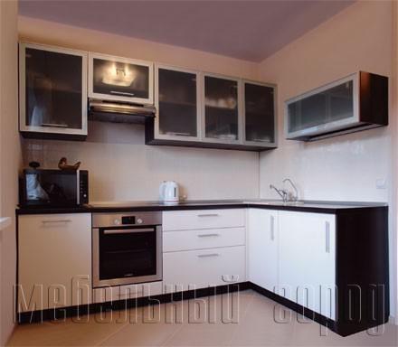 Кухня состеклянными фасадами - Кухонные гарнитуры