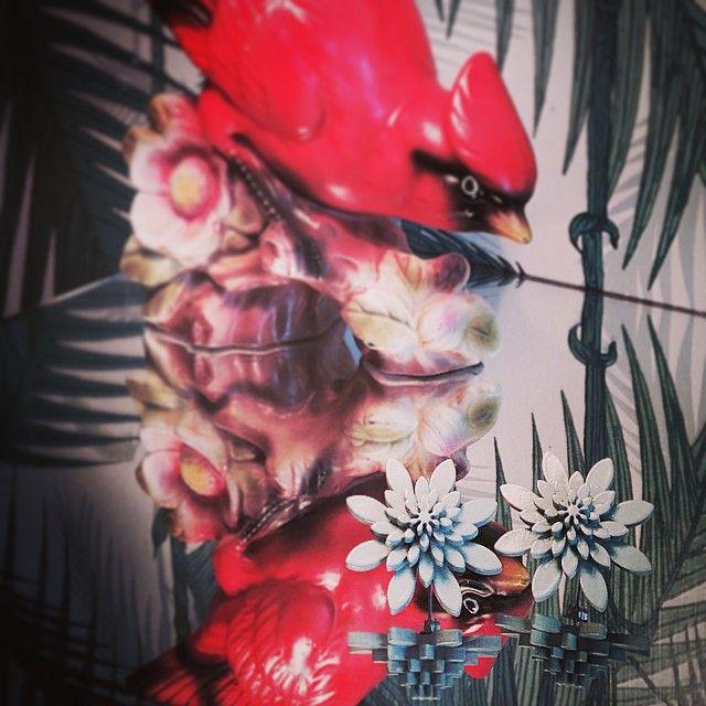 #plexiglass #vintage #plexiglassjewelry #jewelry #jewelry #wearjuju #juju #flowers #hawaii #tropical #vintagestyle #vintagelook #funfacts #funfact #rockabillystyle #botanical #danishdesign #jujuflowers #design