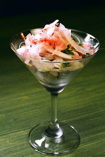 由比産桜海老と新玉葱のカクテルサラダ