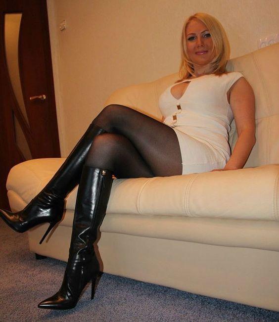 CAZZO LECCAMI Mature pantyhosed women pics