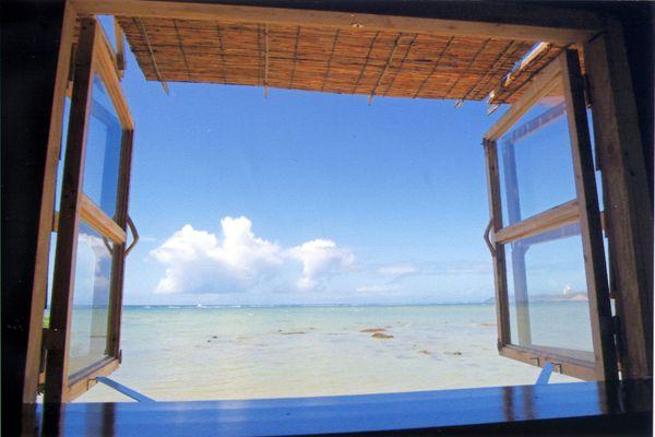浜辺の茶屋 沖縄県の南城市にあるカフェ。 カウンター席の窓から見える眺めは最高♫
