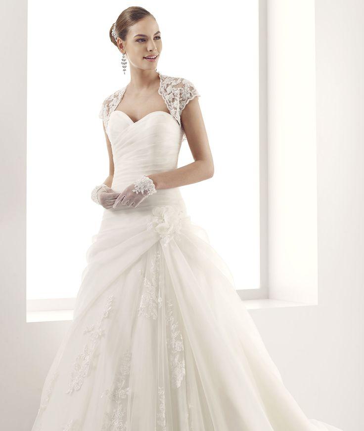 #Jolies #2015Collection  #wedding dress #nicolespose  ► http://www.nicolespose.it/it/abito-da-sposa-Jolies-Jessica-JOAB15460IV-2015?utm_source=facebook.comutm_medium=postutm_term=JOAB15460IVutm_content=collezione2015utm_campaign=jolies