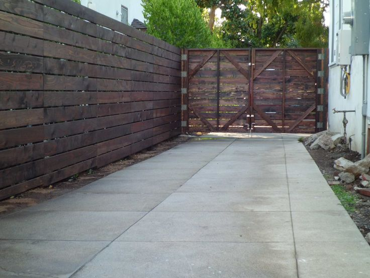 Build large wooden fence gate woodworking projects plans for How to build a driveway gate
